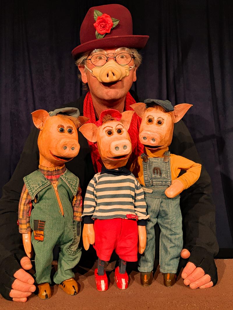 Mama Sau mit den drei Schweinchen